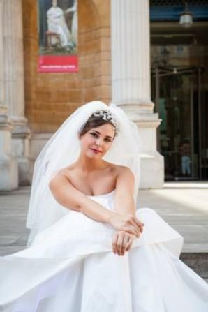 smokey eyes and dark lip bridal make up