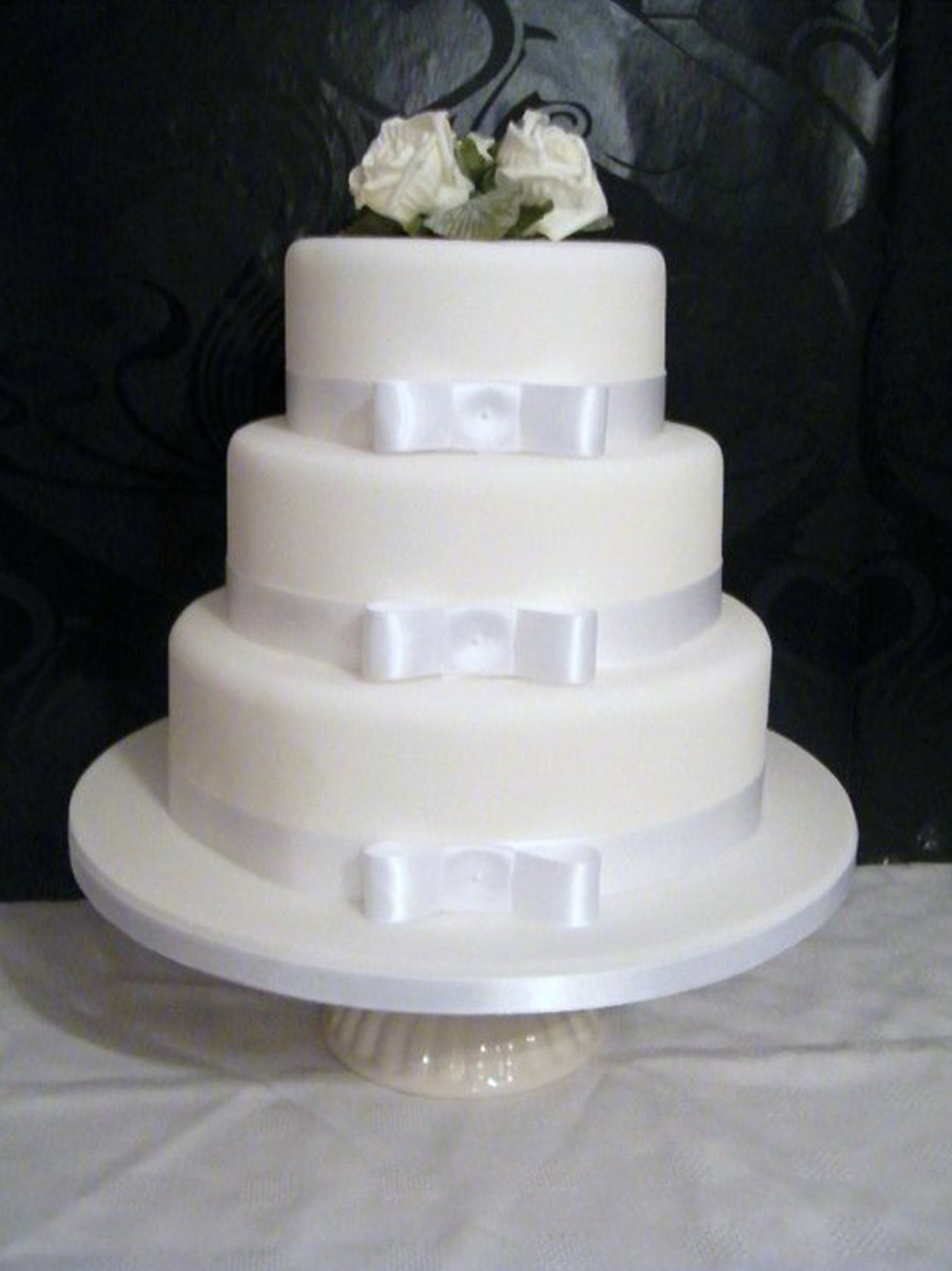 5 Top Budget Savvy Tips To Consider When Choosing Your Wedding Cake