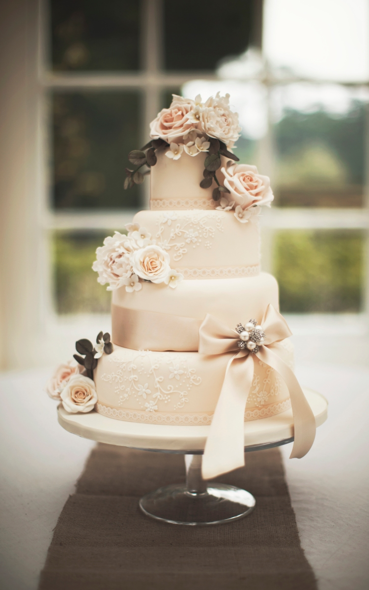 Inspiration ~ 7 Stunning Wedding Cake Designs