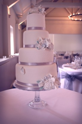 Parisian pearl and vintage flowers Wedding Cake
