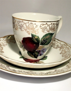 plum-with-gold-pattern-tea-cup