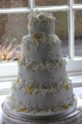 Yellow and White Daisy Wedding Cake