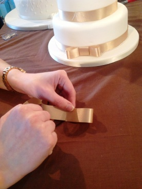 How to make a wedding cake bow Step 2 Cakes by Shelly
