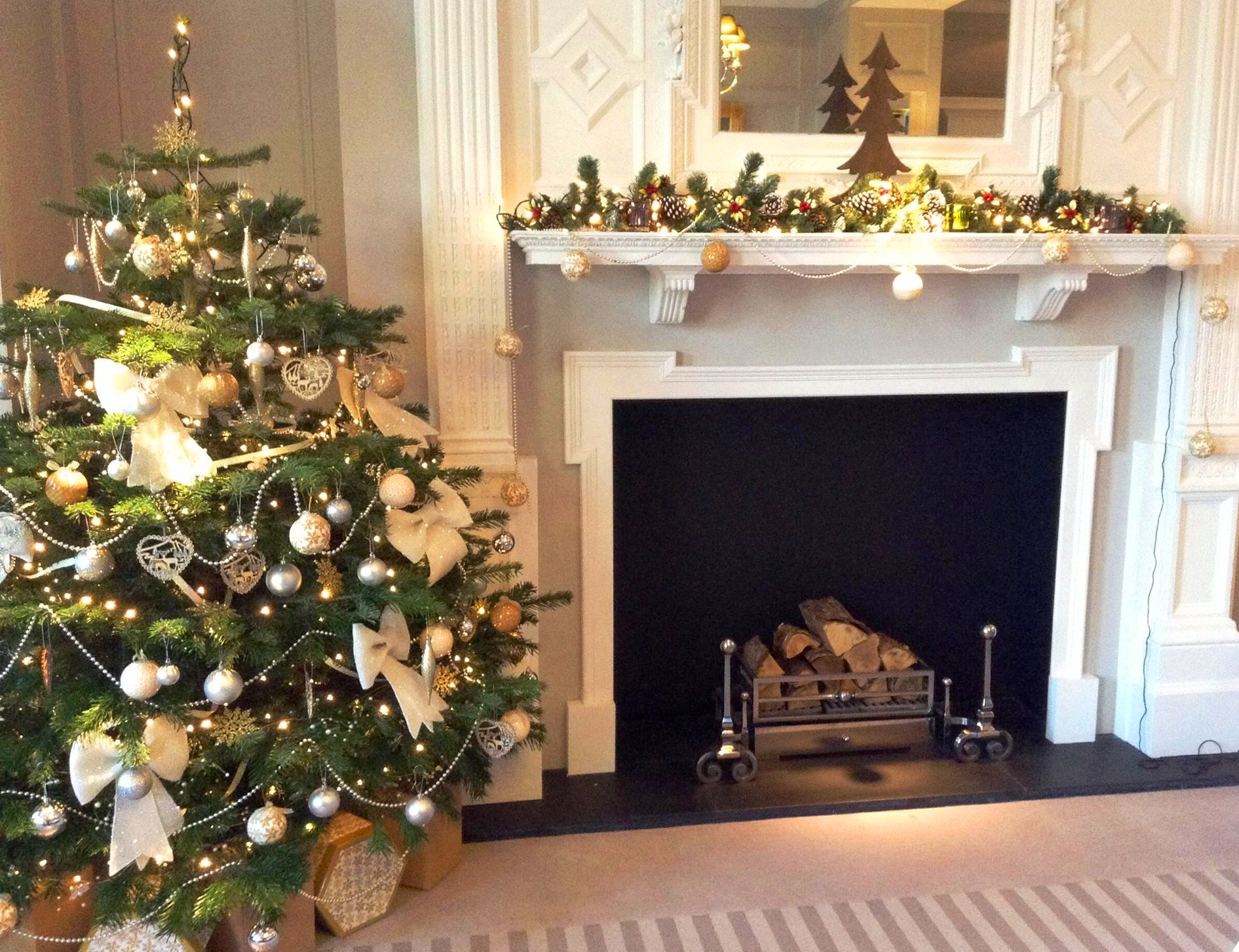 Christmas tree and fireplace garland from creations for Christmas garland on fireplace